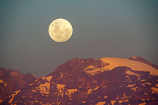 aka-Christmas-Moon-2015-12-24__D3X1946.jpg
