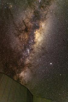 aka-Paranal-2020-08-16_Galactic-Centre-2020-08-15_composite.jpg