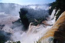 aka-Iguazu-2004-05-15_iguazu01.jpg