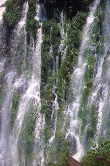 aka-Iguazu-2004-05-15_iguazu02.jpg