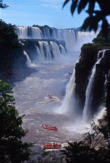 aka-Iguazu-2004-05-15_iguazu08.jpg