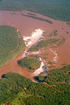 aka-Iguazu-2004-05-15_iguazu10.jpg