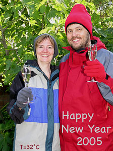aka-Happy-New-Year-2004-12-22_HNY2005a.jpg